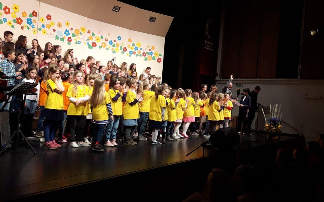 Letni koncert – Poj z menoj – letni koncert pevskih zborov in glasbenih skupin naše šole