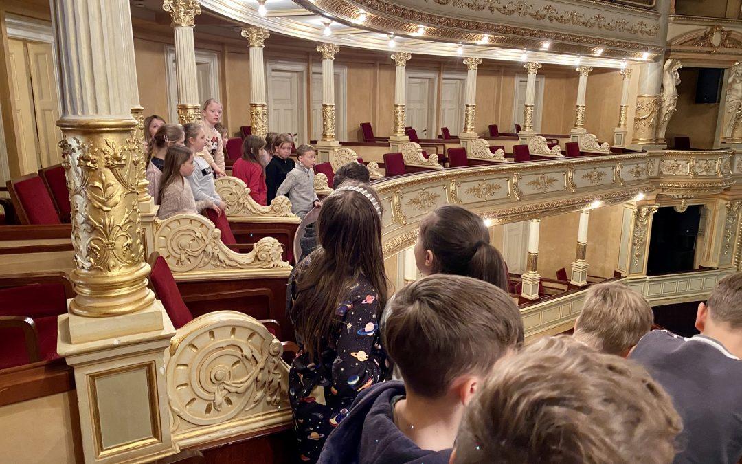 Prvo srečanje z opero